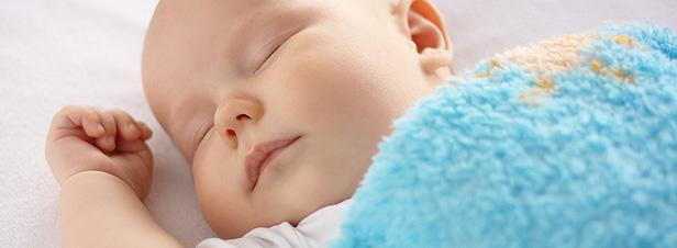 bebe soñando